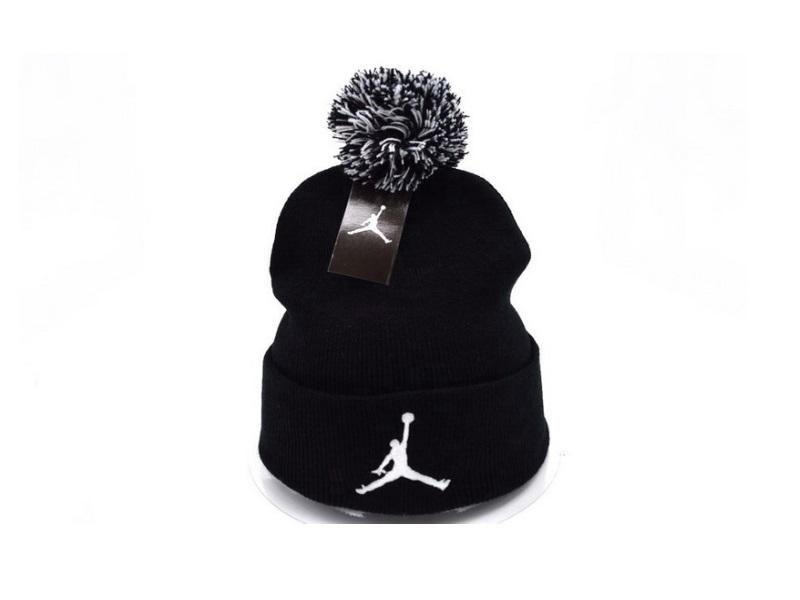 Шапка Air Jordan #2 с помпоном белая