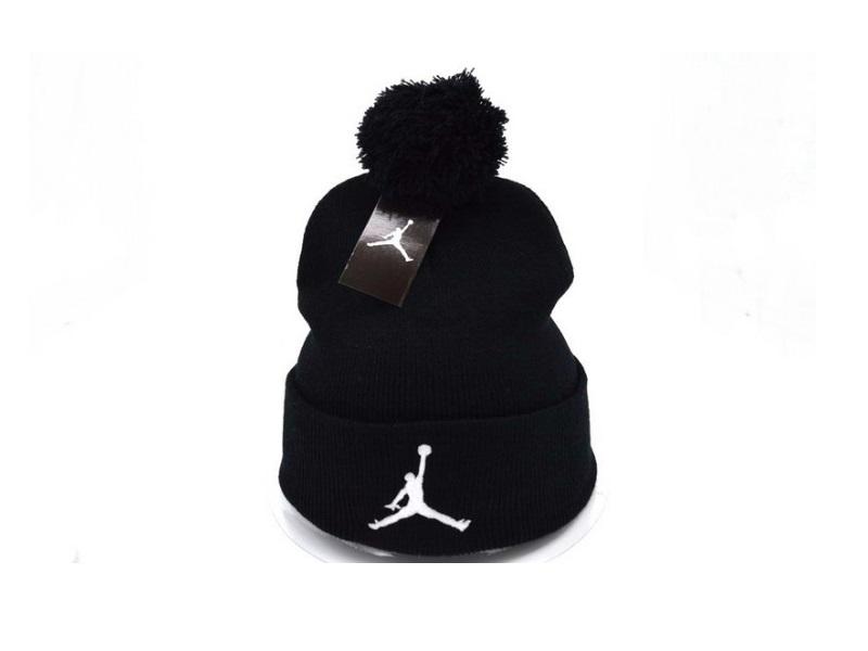 Шапка Air Jordan #2 с помпоном чёрная