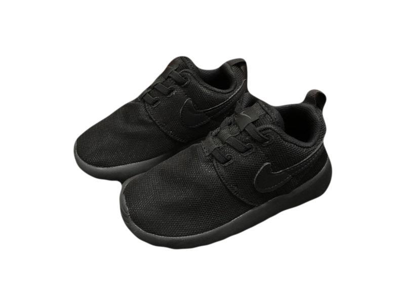 Nike-Kids-Roshe-Run-12