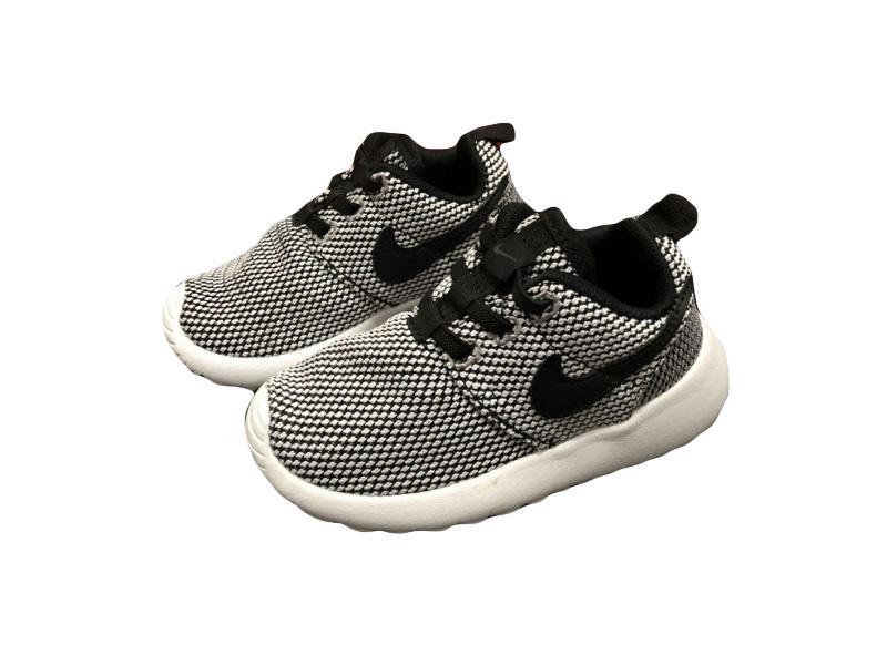 Nike-Kids-Roshe-Run-6