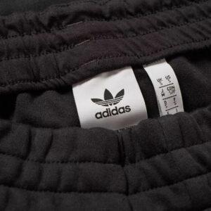 Купить штаны adidas NMD Sweat Pant с бесплатной доставкой.
