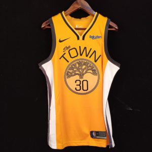 2018-19 Stephen Curry Warriors #30 Earned Yellow