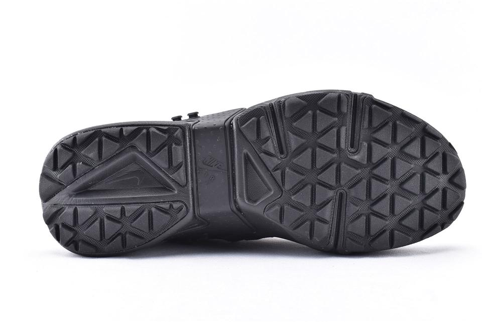 Air Huarache Gripp Triple Black 4