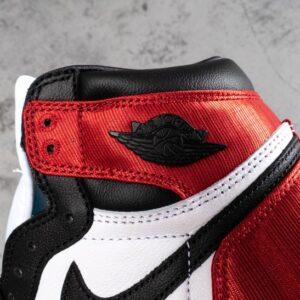 Wmns Air Jordan 1 Retro High Satin Black Toe