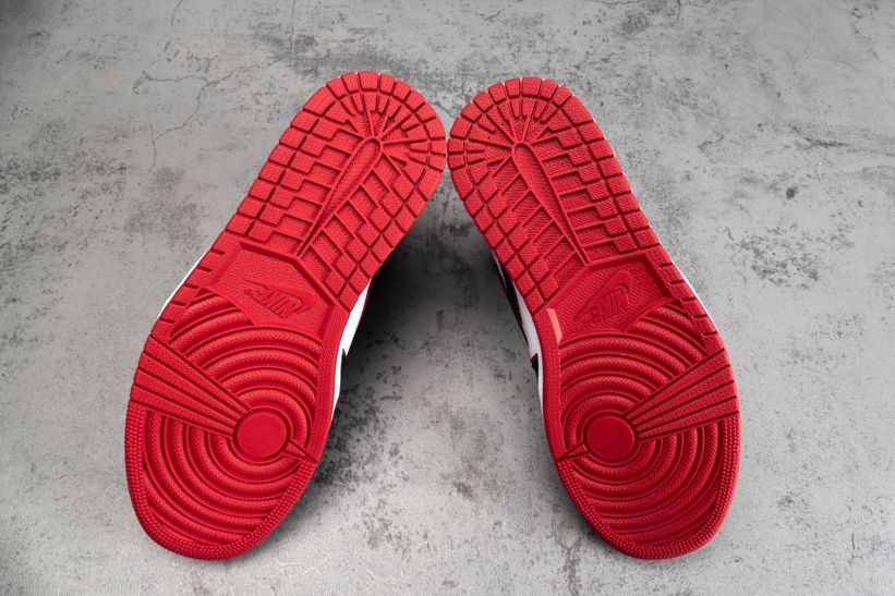 Air Jordan 1 Retro High OG Bloodline
