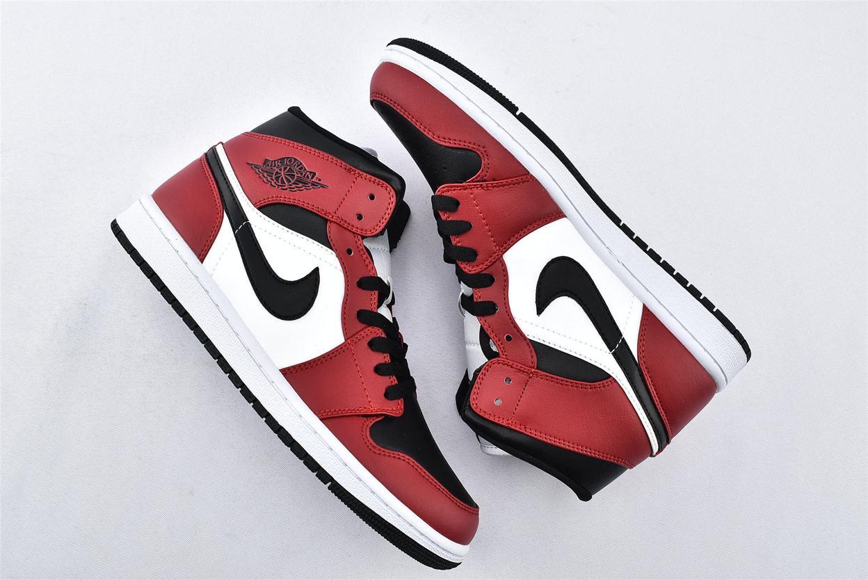 Air Jordan 1 Mid Chicago Black Toe 7