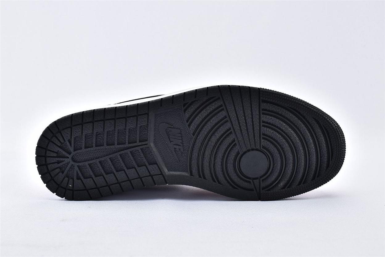 Air Jordan 1 Mid Chicago Black Toe 8