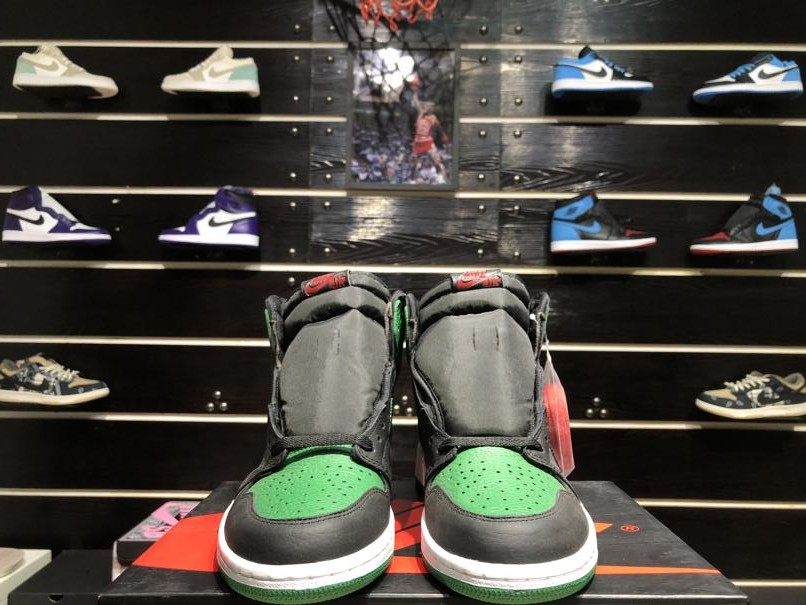 Air Jordan 1 Retro High OG Pine Green 2.0 2