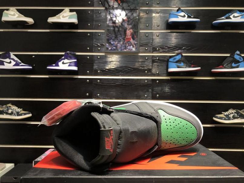 Air Jordan 1 Retro High OG Pine Green 2.0 7