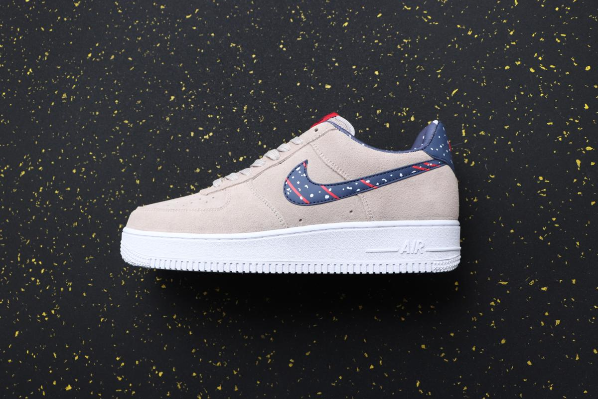 Nike Air Force 1 Low Moon Particle Moon Landing 1