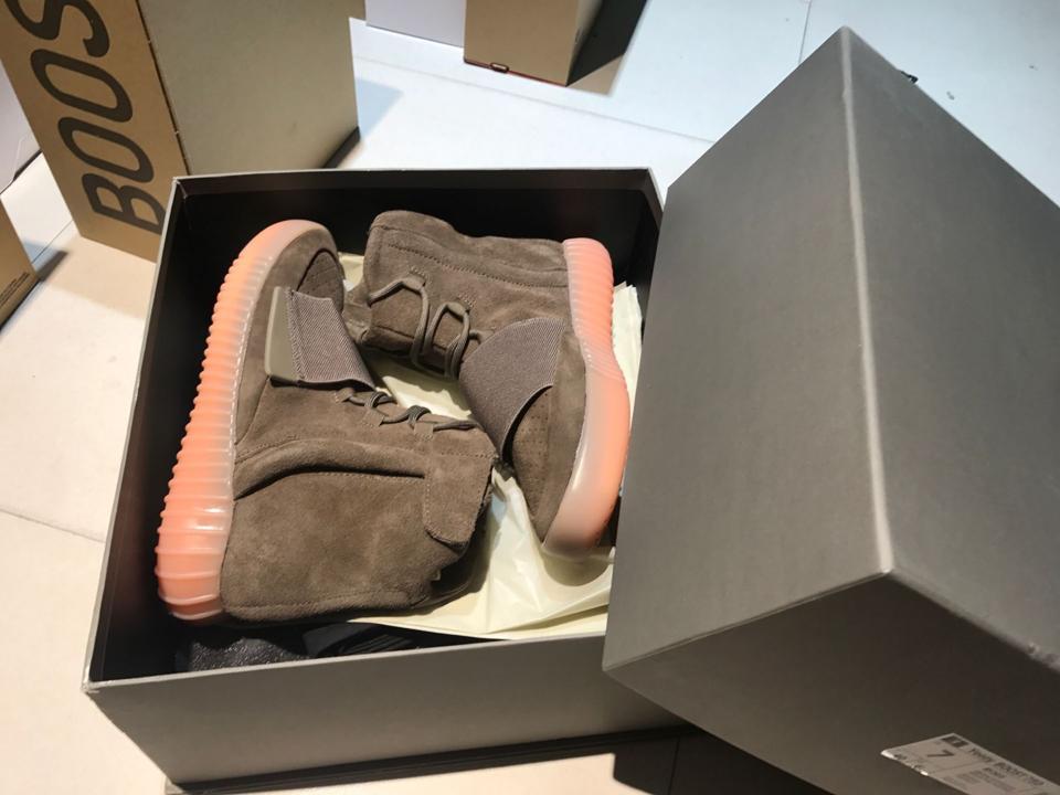 adidas Yeezy Boost 750 Light Brown Gum Chocolate 1