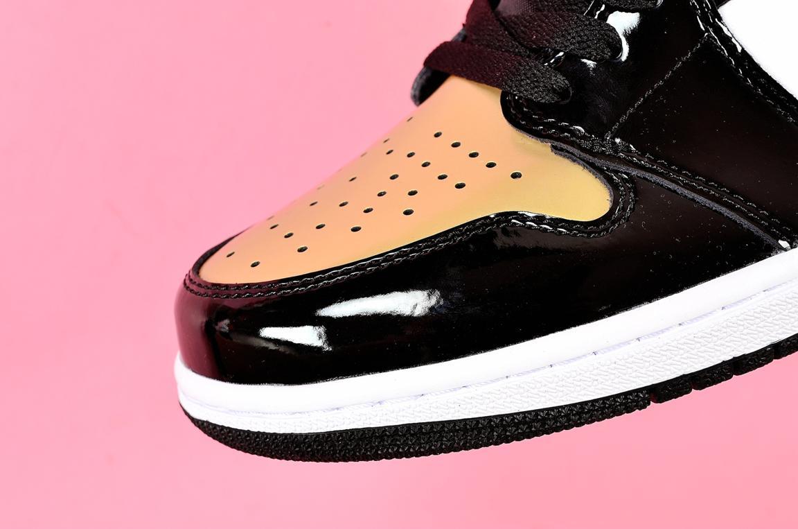 Nike Air Jordan 1 Retro High OG NRG Gold Toe 4