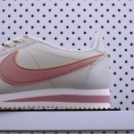 Nike Wmns Classic Cortez Leather Light Bone 5