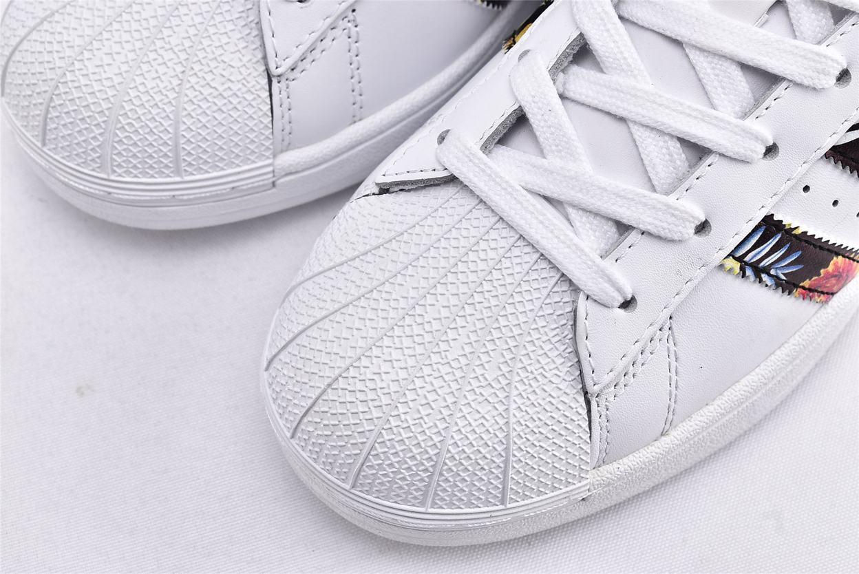 adidas Wmns Superstar Gold Metallic 3