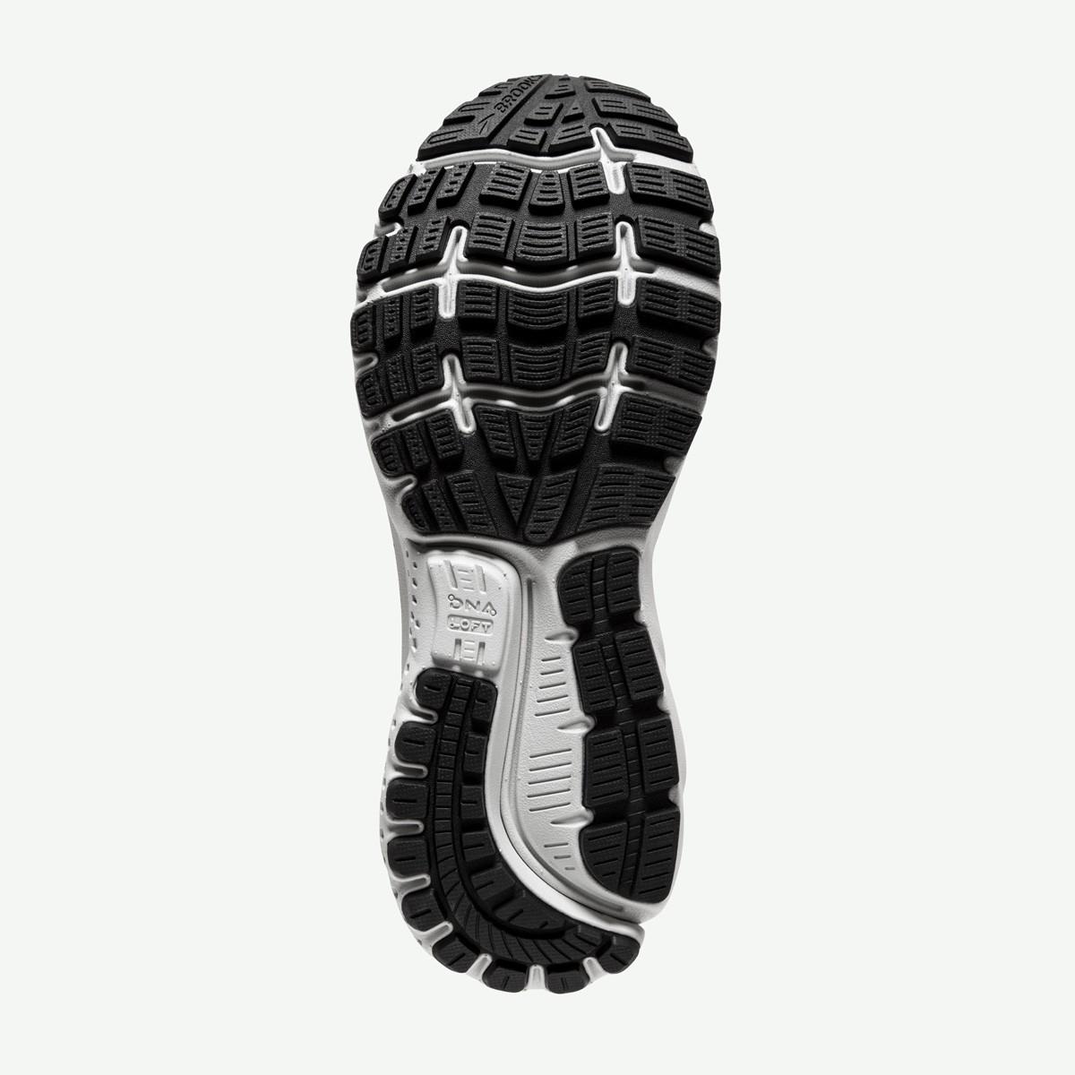 marathon training sneakers guide 10
