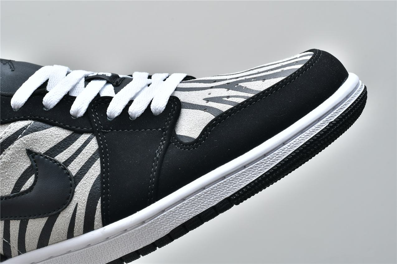 Air Jordan 1 Low GS Zebra 10