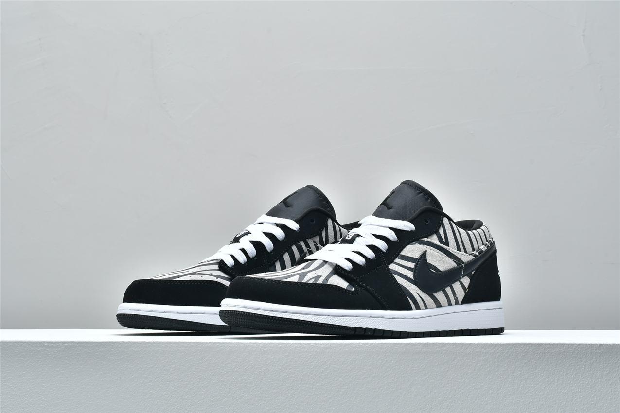 Air Jordan 1 Low GS Zebra 4