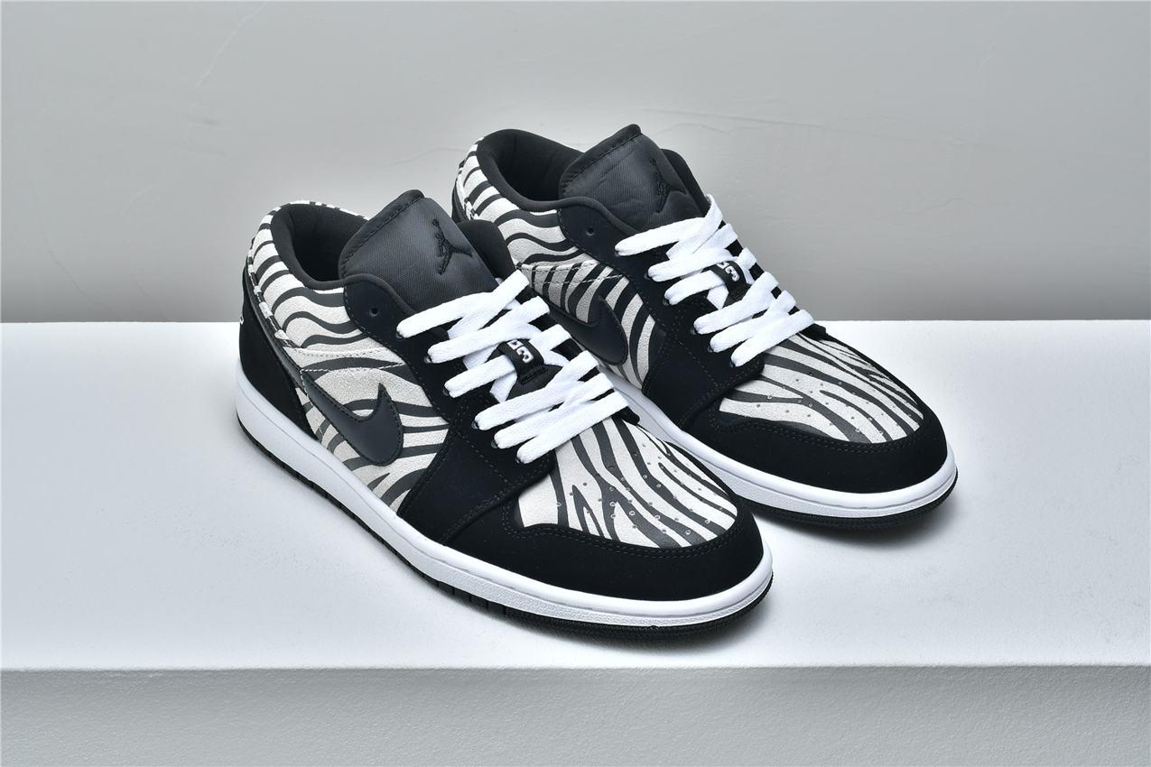Air Jordan 1 Low GS Zebra 6