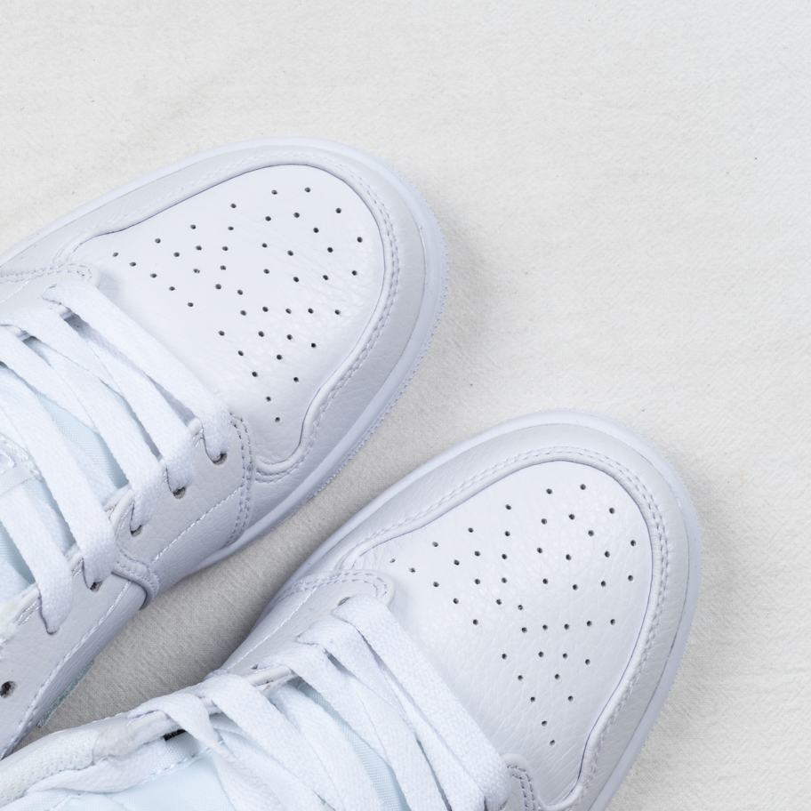 Air Jordan 1 Retro Low Pure Platinum 4