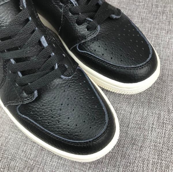 Air Jordan 1 Retro Low Swooshless Black 5