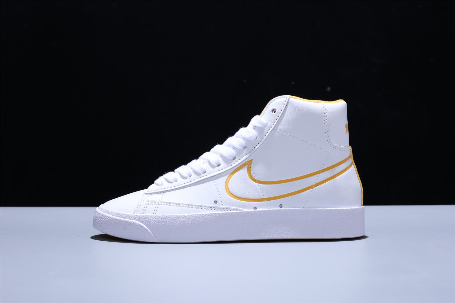 Nike Blazer Mid White Topaz Gold W 4