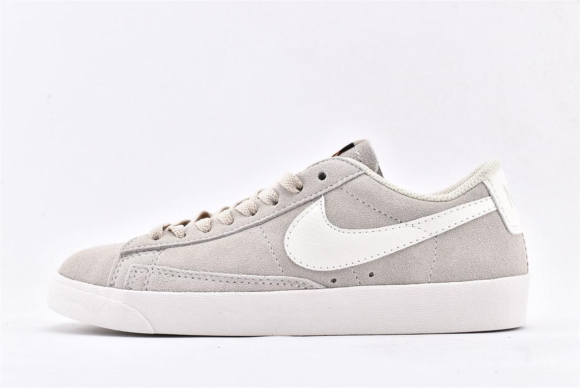 Nike Wmns Blazer Low SD Desert Sand 1