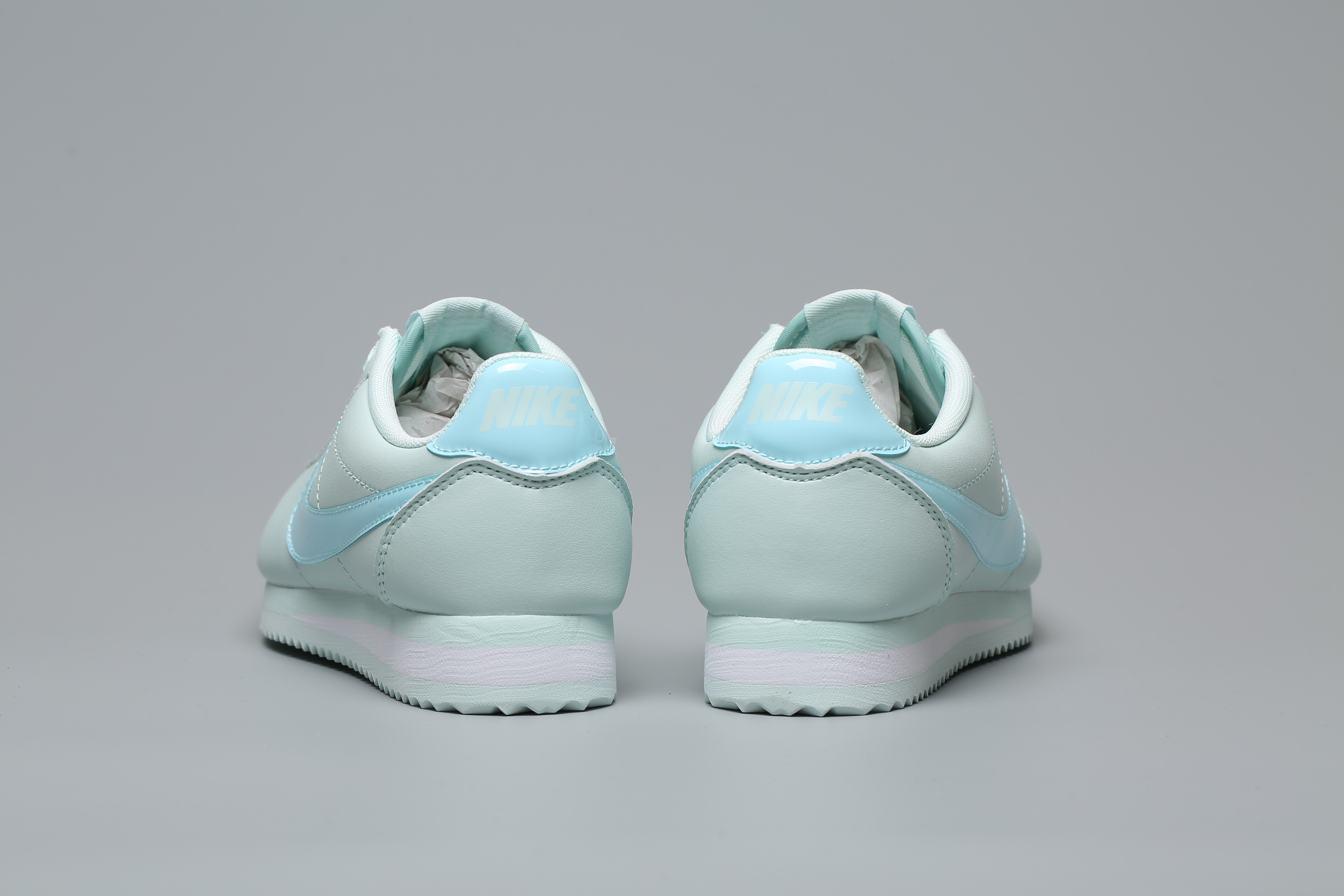 Nike Wmns Classic Cortez Premium Barely Grey 2