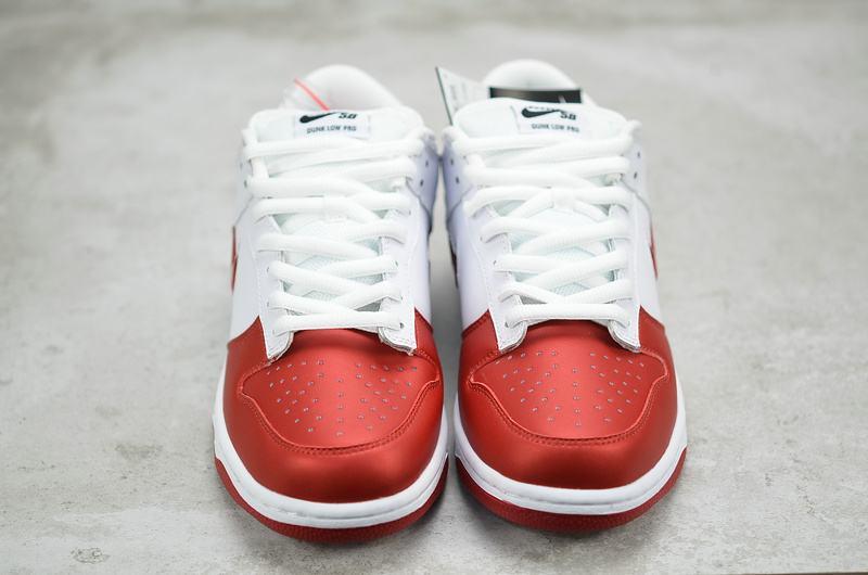 Supreme x Nike Dunk SB Low Varsity Red 10