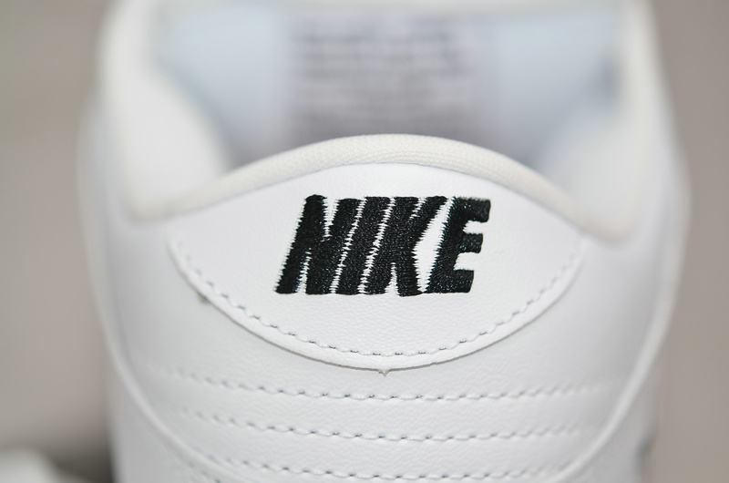 Supreme x Nike Dunk SB Low Varsity Red 14
