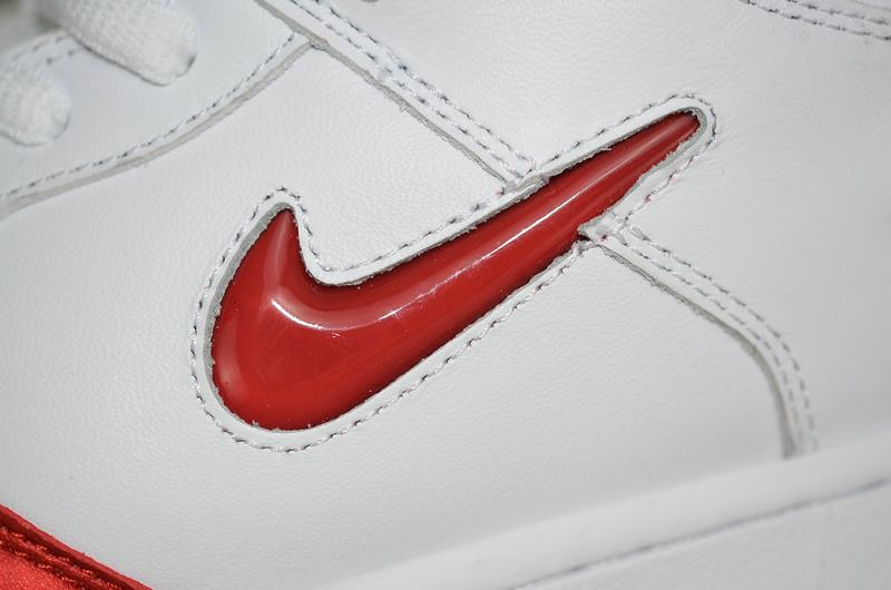 Supreme x Nike Dunk SB Low Varsity Red 15
