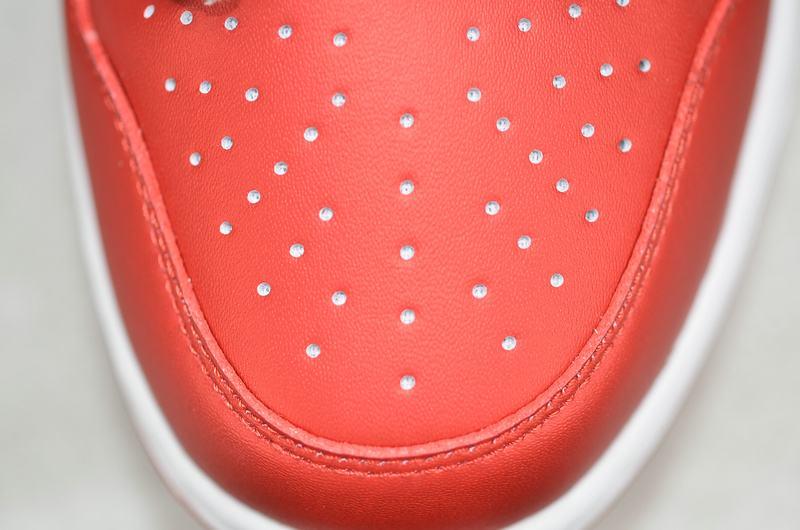 Supreme x Nike Dunk SB Low Varsity Red 17