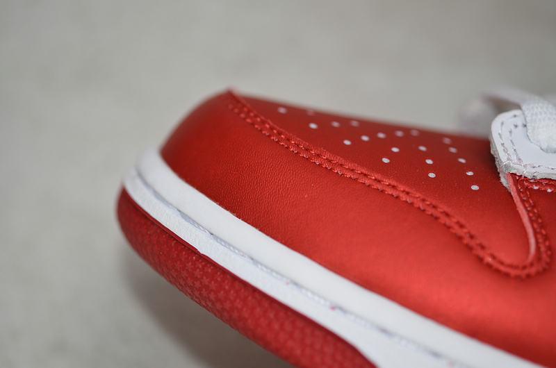 Supreme x Nike Dunk SB Low Varsity Red 18