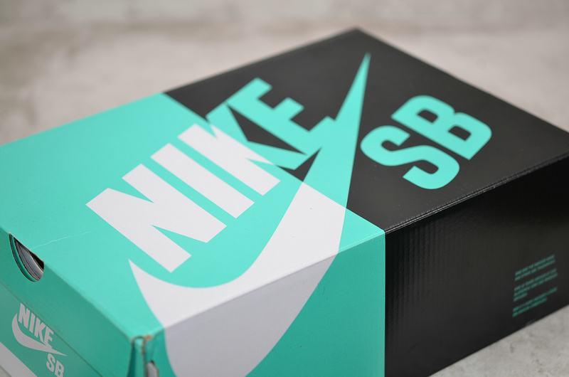 Supreme x Nike Dunk SB Low Varsity Red 8