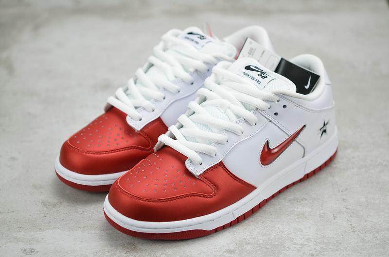 Supreme x Nike Dunk SB Low Varsity Red 9