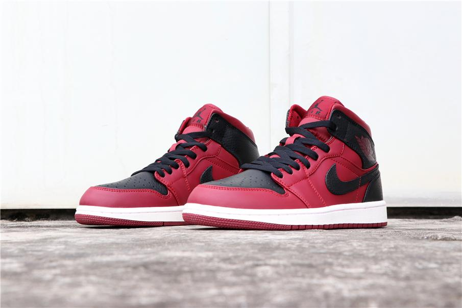 Air Jordan 1 Mid Reverse Banned 3