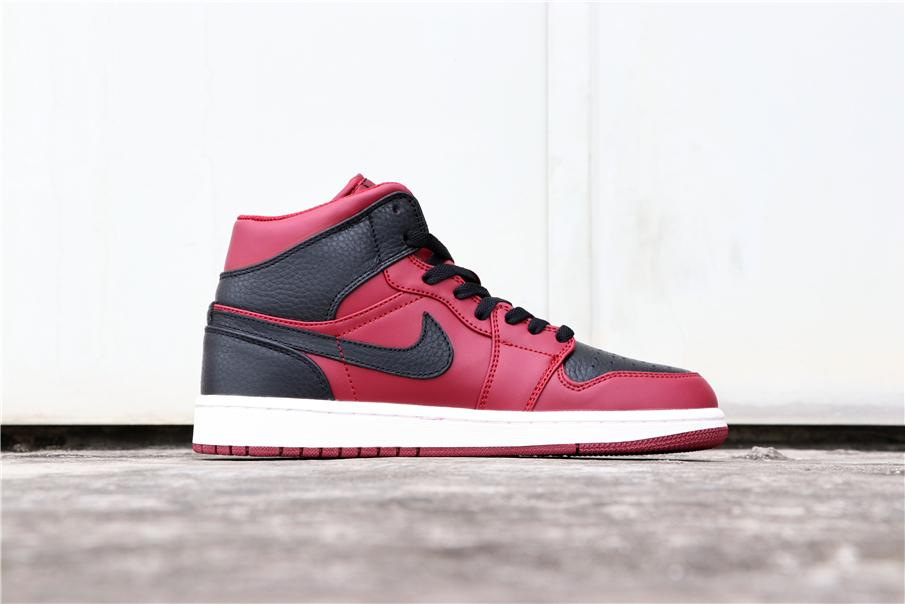 Air Jordan 1 Mid Reverse Banned 4