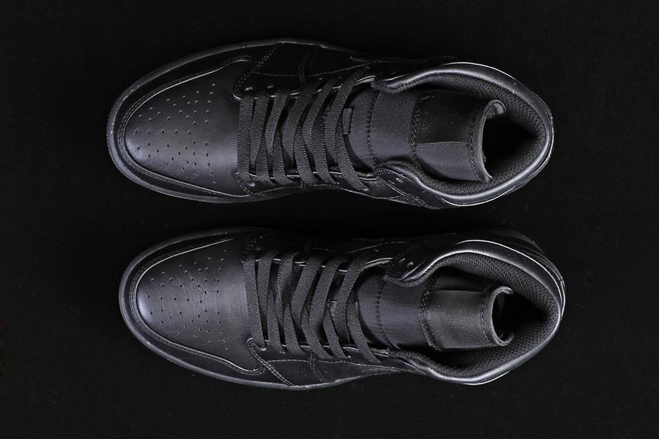 Air Jordan 1 Mid Triple Black 7