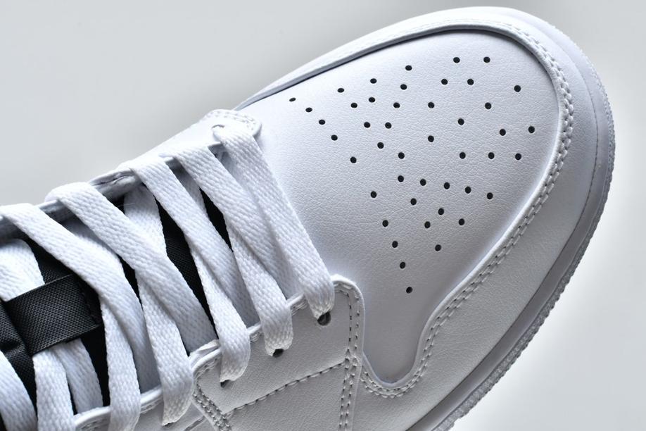 Air Jordan 1 Mid White Chicago 12