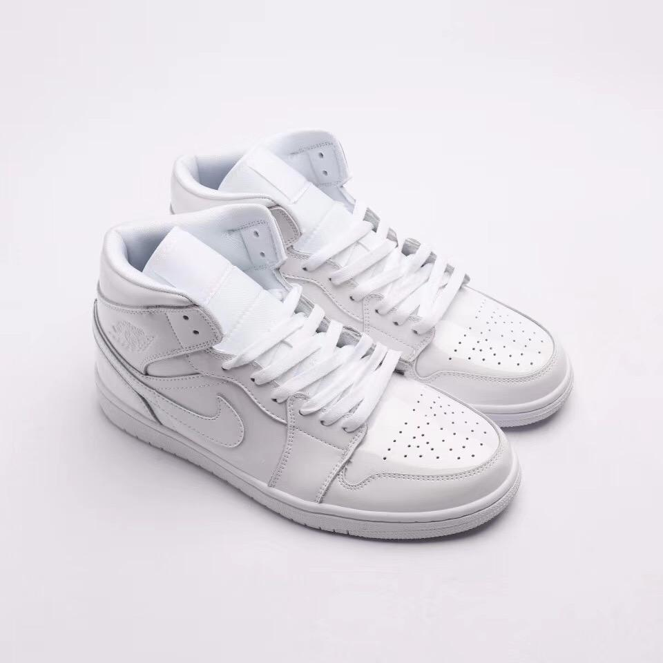 Wmns Air Jordan 1 Mid Patent Triple White 2