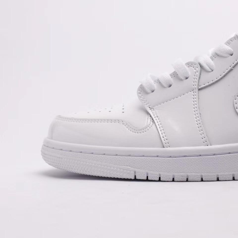 Wmns Air Jordan 1 Mid Patent Triple White 8