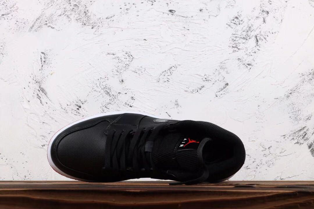 Air Jordan 1 Retro Mid Bred 4