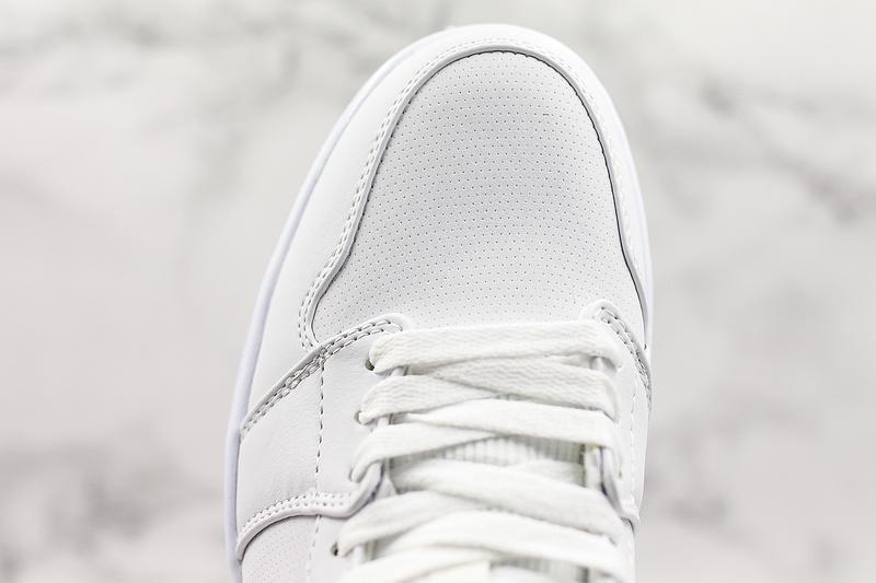 Air Jordan 1 Retro Mid White Concord 5