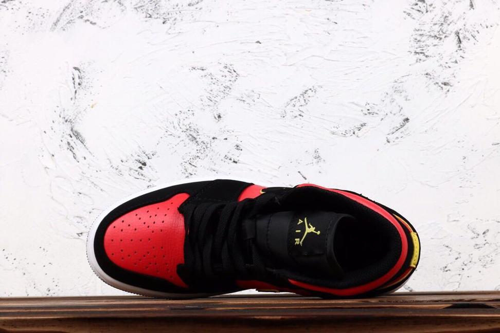 Wmns Air Jordan 1 Retro Mid Hot Punch Volt 4