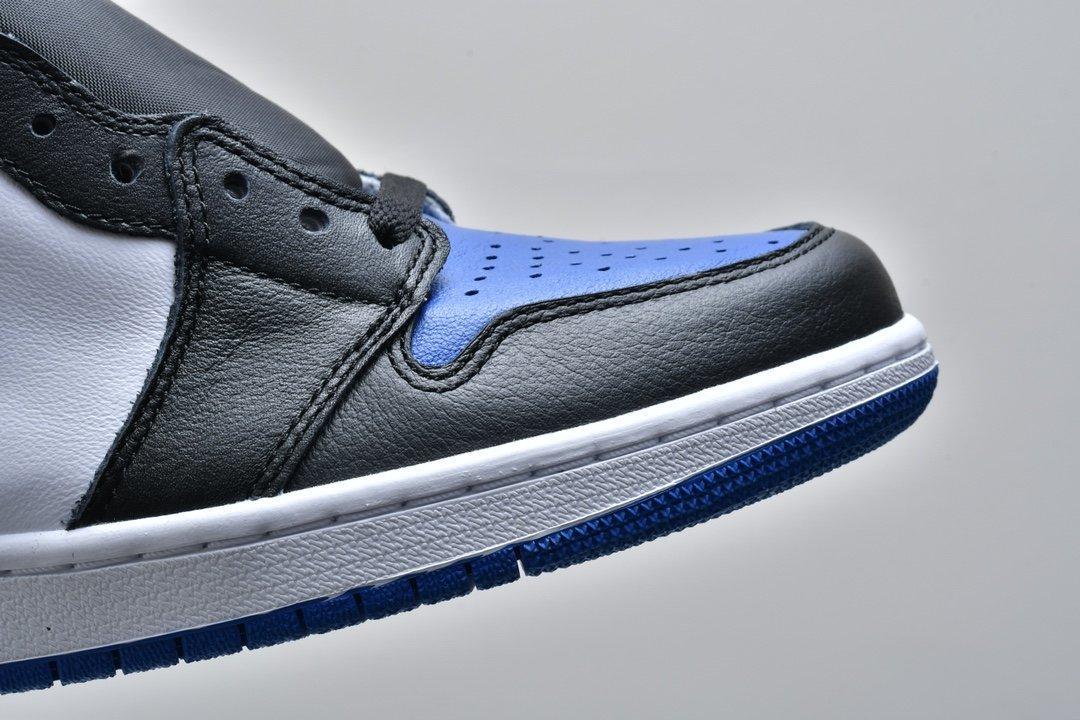Air Jordan 1 Retro High OG Royal Toe 12