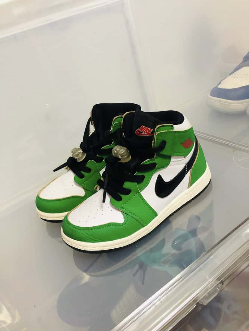Air Jordan 1 Retro High OG TD Lucky Green 18