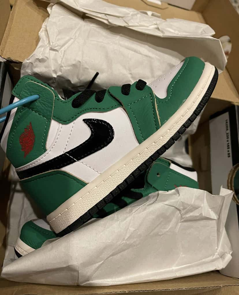 Air Jordan 1 Retro High OG TD Lucky Green 20