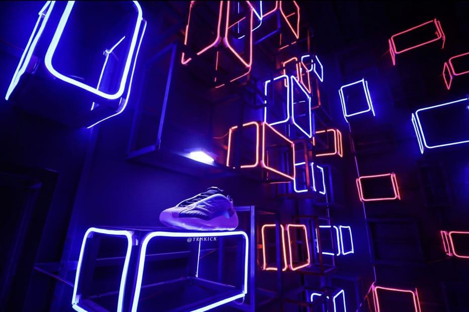 adidas Yeezy 700 V3 Arzareth 37
