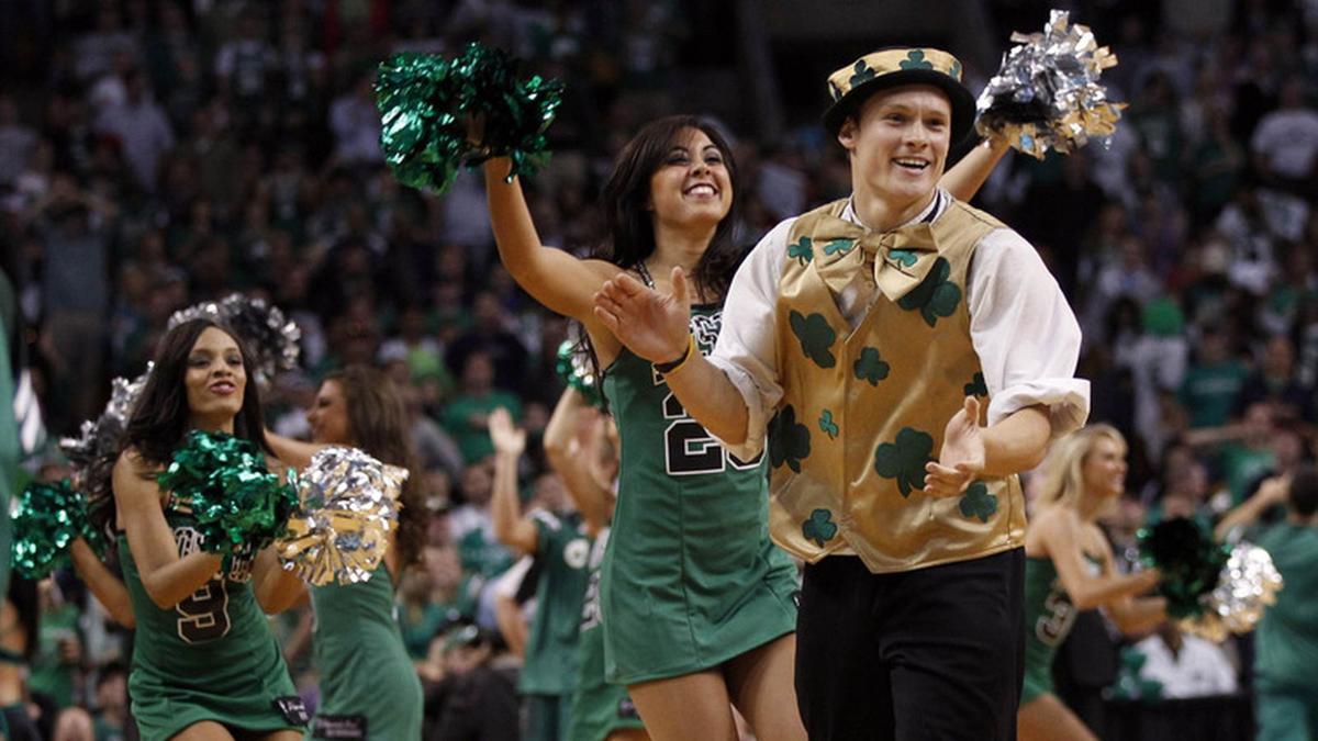 Zabavnye talismany komand NBA Boston Celtics i Lucky the Leprechaun