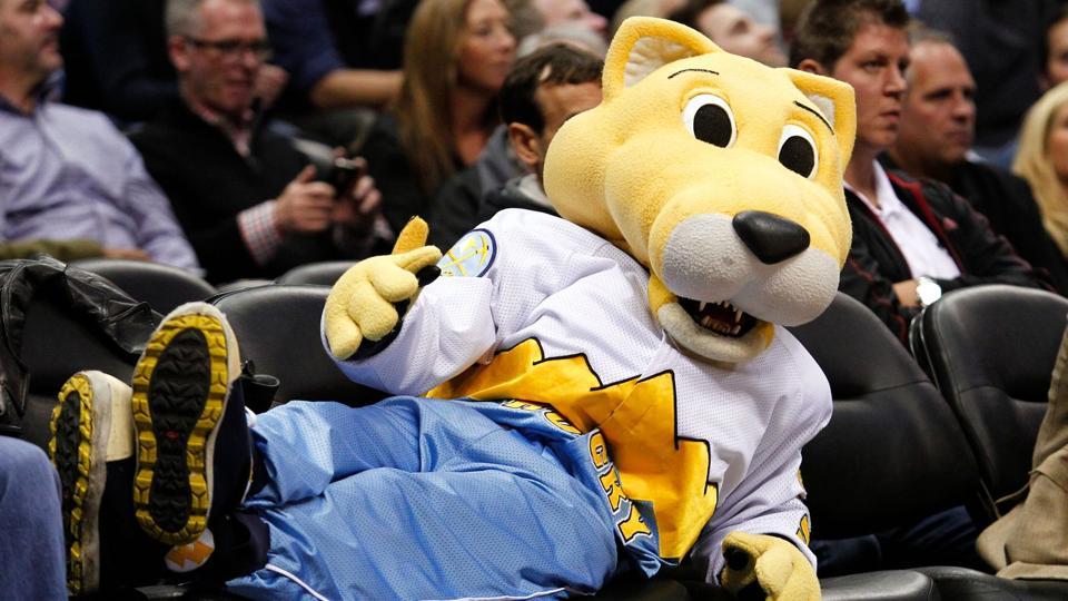 Zabavnye talismany komand NBA Denver Nuggets i Rocky The Mountain Lion