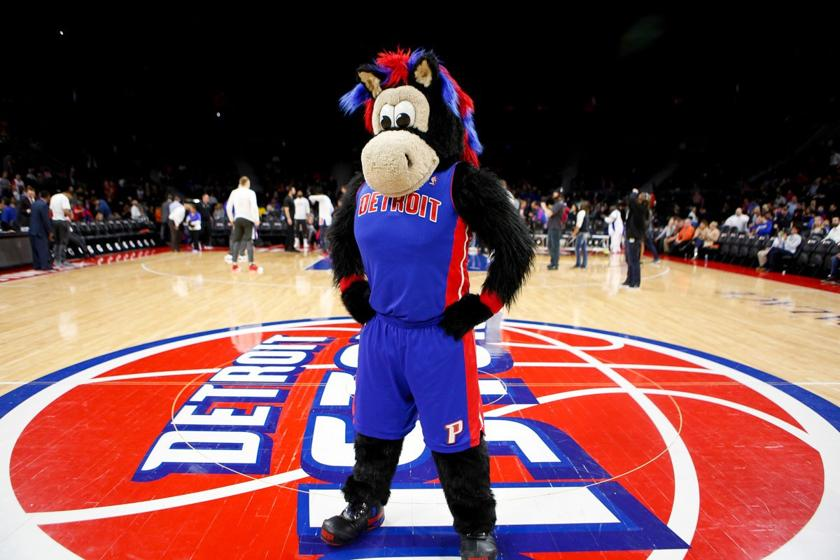 Zabavnye talismany komand NBA Detroit Pistons i Hooper The Horse